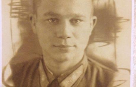 Иван Васильеви Картушин. Погиб на Курской дуге в 1943 году в возрасте 23 года. Был летчиком. Разбился в самолёте во время боя.